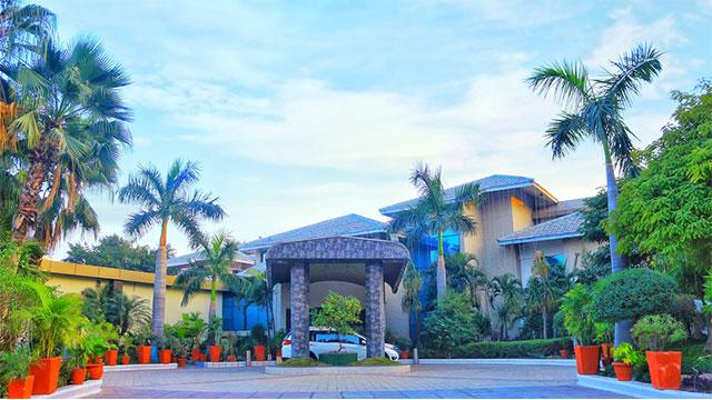 Dee Marks Hotels And Resorts - Resort near Delhi